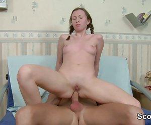 ドイツ語ない妹のステップを得る若い男の子によって assfucked